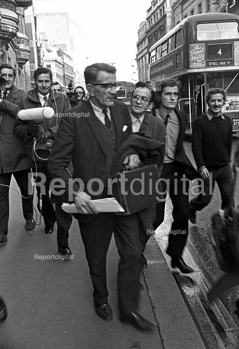 James Goad speaking to the press outside the National Industrial Relations Court, London 1972. In a provocation to the unions, he applied to the court after his local branch of the AUEW in Suffolk had declined to readmit him as a member because of his strike breaking some years before. The union was heavily fined, which sparked a series of strikes - Martin Mayer - 1972-12-10