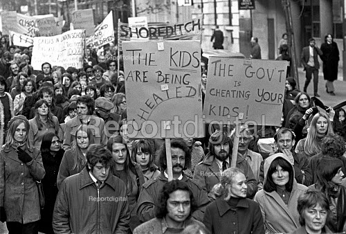 London teachers protest at a wage freeze and refusal of government to pay London weighting 1972 - NLA - 1972-11-23