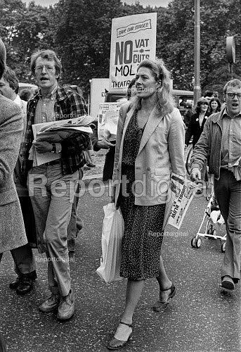 Vanessa and Corin Redgrave at an Equity protest against cuts to theatre funding by the new Conservative government 1979 - Peter Arkell - 1979-07-24
