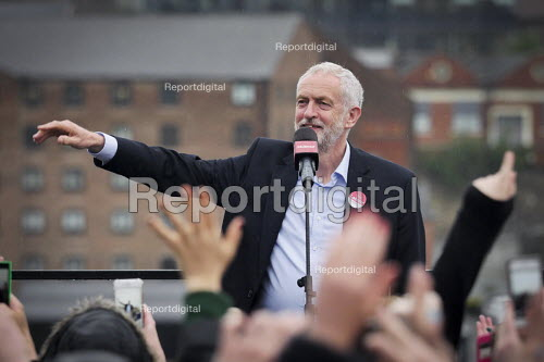 Jeremy Corbyn Labour Party general Election campaign rally, Gateshead, Tyne and Wear - Mark Pinder - 2017-06-05