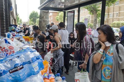 Grenfell Tower Fire. Local residents outside the Latymer Community Church Centre in West London just a few hundred metres from Grenfell Tower collect contributions donated by other local people to help victims of the disaster many of whom lost everything they own from their homes in the fire that engulfed the tower block overnight - Stefano Cagnoni - 2017-06-14
