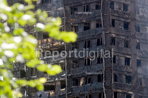 Grenfell Tower Fire. Burned out flats at Grenfell Tower after the raging inferno that engulfed the West London tower block resulting in the loss of many lives - Stefano Cagnoni - 2017-06-14