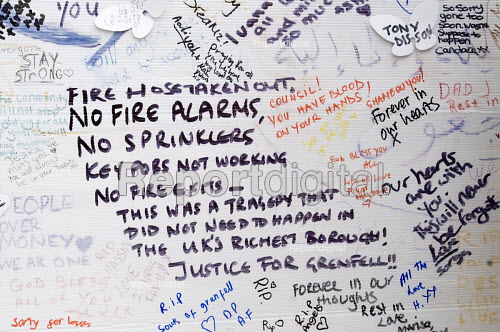 Wall of condolence a few hundred metres from the Grenfell Tower fire filled with messages of love and solidarity in memory of the victims of the tragedy, London. Listing the lack of alarms, sprinklers, working key fobs, fire exits - Stefano Cagnoni - 2017-06-16