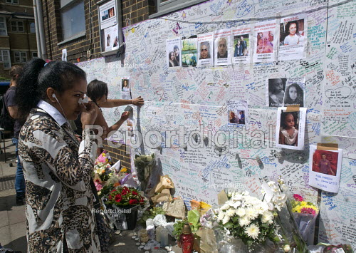 Woman upset at reading the words on the Wall of condolence a few hundred metres from the Grenfell Tower fire filled with messages of love and solidarity in memory of the victims of the tragedy, London - Stefano Cagnoni - 2017-06-16