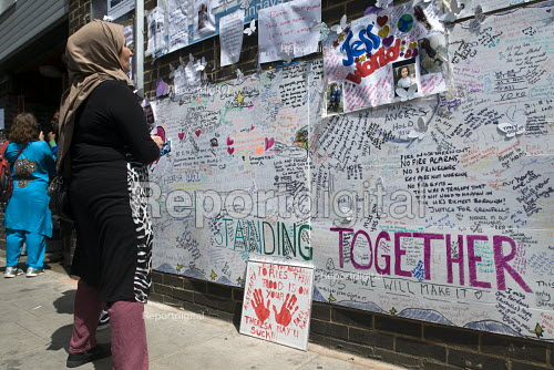 Woman reading the words written on the Wall of condolence a few hundred metres from the Grenfell Tower fire filled with messages of love and solidarity in memory of the victims of the tragedy, London - Stefano Cagnoni - 2017-06-16