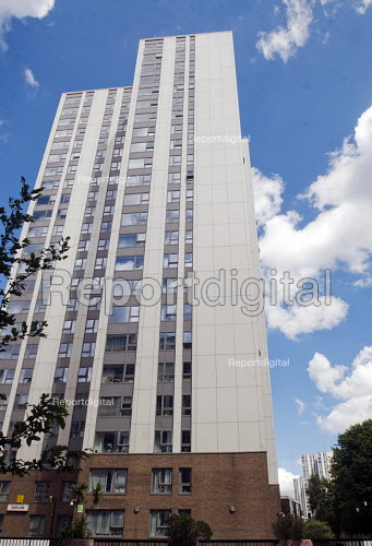 Taplow Tower. One of the five towers at the Chalcot Estate, Camden, which have been refurbished by Rydon with exterior cladding as was fitted to Grenfell Tower - Stefano Cagnoni - 2017-06-15