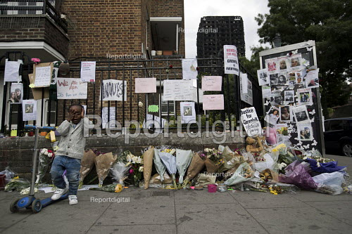 Children with floral tributes tributes and missing posters for the victims Grenfell Tower Fire, West London. - Jess Hurd - 2017-06-22