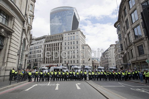 Policing Unite Against Extremism, Football Lads Alliance march to lay club wreaths at London Bridge, the site of a terror attack. - Jess Hurd - 2017-06-24