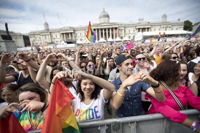 Pride in London, Love Happens Here, Trafalgar Square, London. - Jess Hurd - 2017-07-08