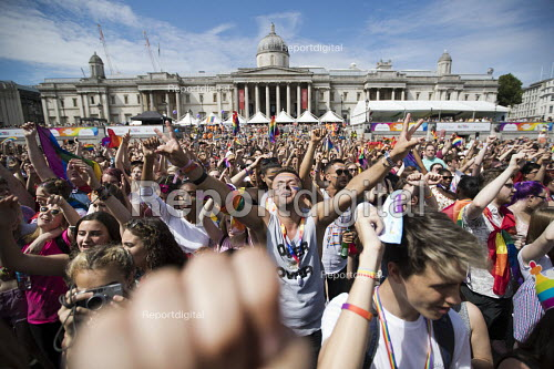 Pride in London, Love Happens Here, Trafalgar Square, London. - Jess Hurd - 2017-07-08
