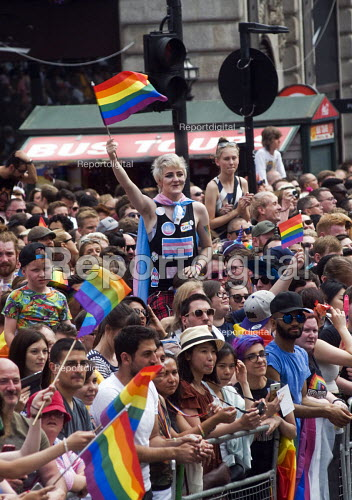 Pride 2017. Huge crowd at Piccadilly Circus watches the Gay Pride celebration and march London - Stefano Cagnoni - 2017-07-08
