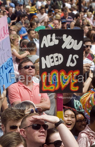 Pride 2017. Gay Pride celebration and march London. All you need is love - Stefano Cagnoni - 2017-07-08