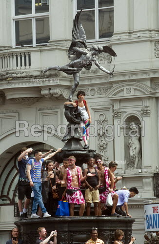 Pride 2017. Gay Pride celebration and march viewed from Eros in PIccadilly Circus London - Stefano Cagnoni - 2017-07-08