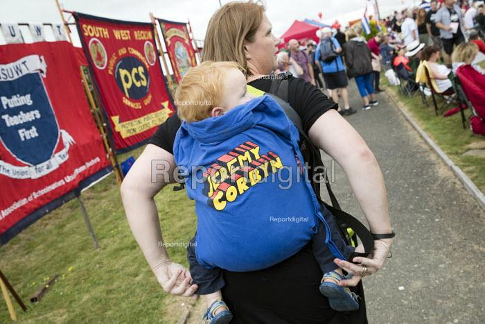 Jeremy Corbyn t-shirt, Tolpuddle Martyrs Festival, Dorset. - Jess Hurd - 2017-07-16
