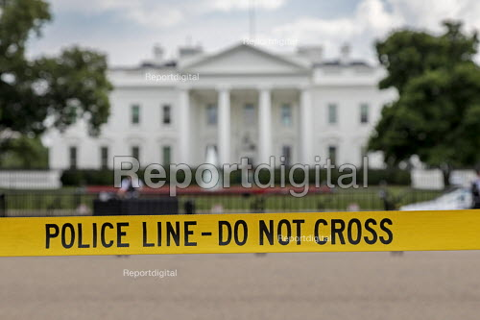 Washington, DC, USA Do Not Cross, police line to keep tourists away from the White House - Jim West - 2017-06-12