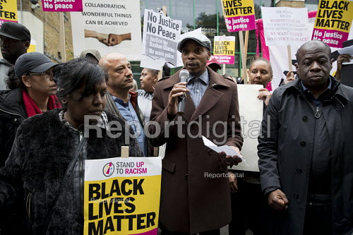 Justice for Rashan Charles protest, he died after being chased by police, Stoke Newington, London. Protesters listening to his father. - Jess Hurd - 2017-07-24