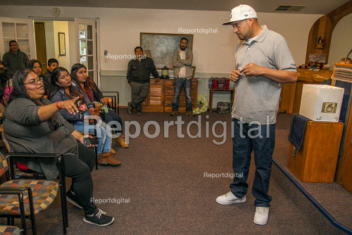 Mount Vernon, Washington, USA Ramon Torres, President of Familias Unidas por la Justicia, talking to workers at a meeting to ratify a contract negotiated with Sakuma Brothers Farms after four years of strikes and boycott - David Bacon - 2017-06-15