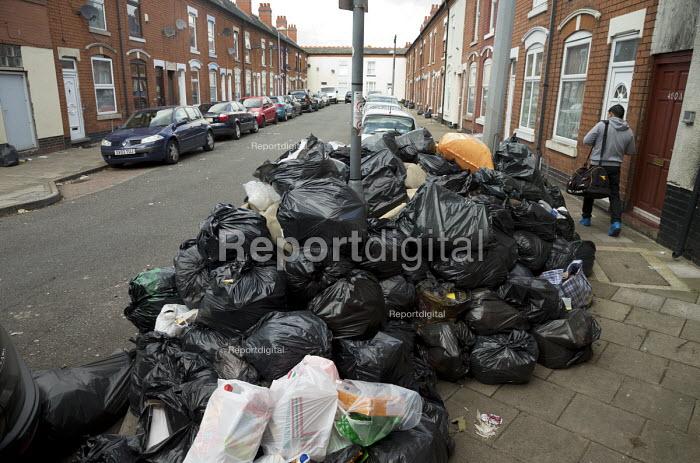 Rubbish piling up, Sparkbrook, Birmingham Bin workers strike - John Harris - 2017-09-17