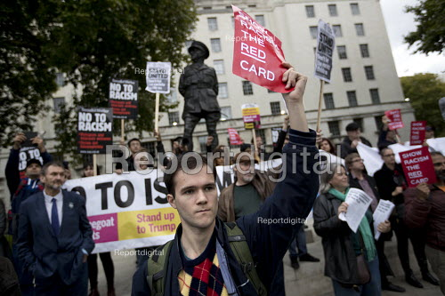 Anger at Stand Up to Racism leafetting of Football Lads Alliance protest against extremism, Central London - Jess Hurd - 2017-10-07