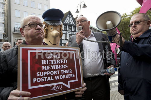 Dave Ward speaking, CWU protest against legal challenge by Royal Mail over a strike, Royal Courts of Justice, London - Jess Hurd - 2017-10-12
