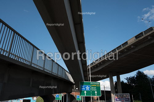 Footbridge, Brent Cross flyover and slip roads to the M1 motorway, North Circular Road, West Hendon, London - Philip Wolmuth - 2017-08-17