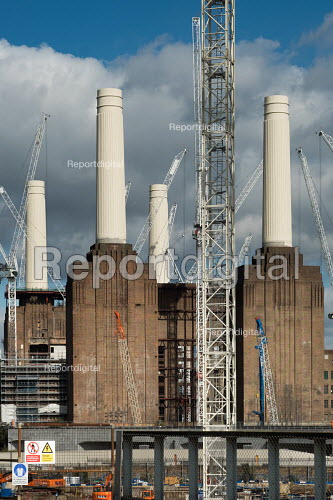 Construction of apartment blocks at the former Battersea Power Station site, part of the 480 acre Nine Elms Regeneration Zone, London. Many of the flats have been bought off plan by overseas buyers - Philip Wolmuth - 2017-09-28