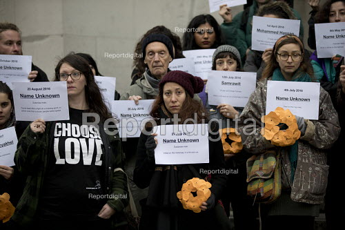 LGSM protest Rememberance Day laying wreaths at the Cenotaph representing the 17 migrants who have died everyday in 2017. Whitehall, London. Lesbian and Gays Support the Migrants - Jess Hurd - 2017-11-12