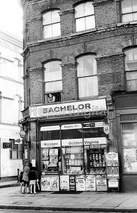 Children in the doorway of a corner shop, west London 1968 - Patrick Eagar - 1968-06-24