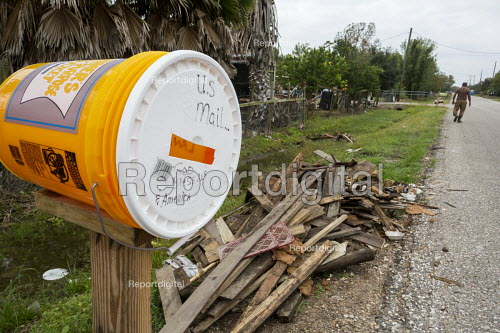 Rosharon, Texas, USA Temporary mailbox and debris from Hurricane Harvey in a community of Cambodian immigrants. Refugees fleeing the Khmer Rouge settled here in the early 1980s. The community is struggling after Hurricane Harvey damaged or destroyed many homes - Jim West - 2017-11-03