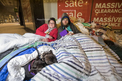 Feed The Homeless charity Bristol, providing hot food, blankets and clothing to homeless on the snow covered streets - Paul Box - 2018-03-01