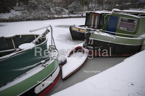 The Regents Canal frozen over, sub zero temperatures due to Storm Emma, East London - Jess Hurd - 2018-03-02