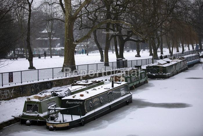 The Regents Canal frozen over, sub zero temperatures due to Storm Emma, Victoria Park, East London - Jess Hurd - 2018-03-02