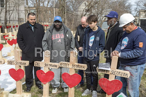 Chicago, USA Crosses representing those killed by guns in the city during the first three months of 2018. Since 2016, retired carpenter Greg Zanis has made wooden crosses to remember each homicide victim. Chicago recorded 781 murders in 2016 and 664 in 2017 Rev. Donovan Price (second L) prays at a memorial remembering the seven relatives that Ziff Sistrunk (second R) has lost to violence since 1972 - Jim West - 2018-04-08