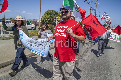 California, USA Migrant farm workers and their supporters march in protest at immigration raids. Organized by the UFW union, also celebrating the birthday of union founder Cesar Chavez. Salinas Valley Federation of Teachers on the march with their banner - David Bacon - 2018-04-08