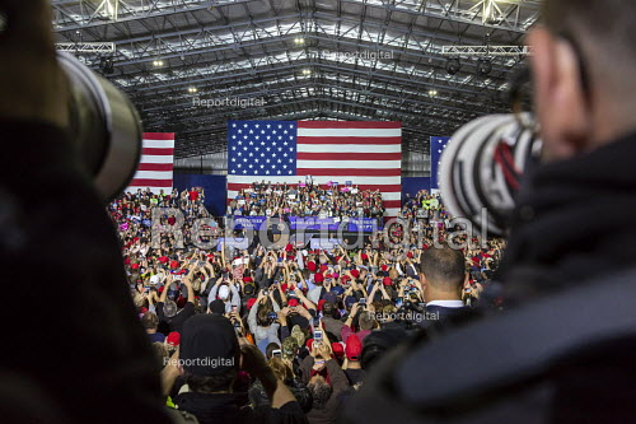 Washington Township, Michigan USA: Photographers photographing President Donald Trump campaign rally - Jim West - 2018-04-28