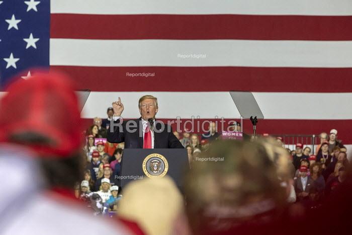 Washington Township, Michigan USA: President Donald Trump campaign rally - Jim West - 2018-04-28