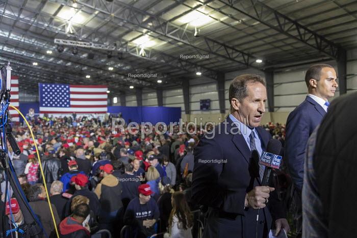 Washington Township, Michigan USA: President Donald Trump campaign rally, Fox News reporter broadcasting live and a CNN reporter waiting his turn - Jim West - 2018-04-28
