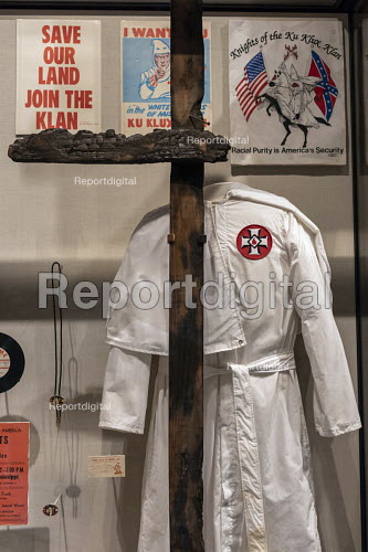 Jackson, Mississippi, USA: The Mississippi Civil Rights Museum. A Ku Klux Klan robe and burned cross. History of the American Civil Rights Movement in the state of Mississippi between 1945 and 1970 - Jim West - 2018-04-24