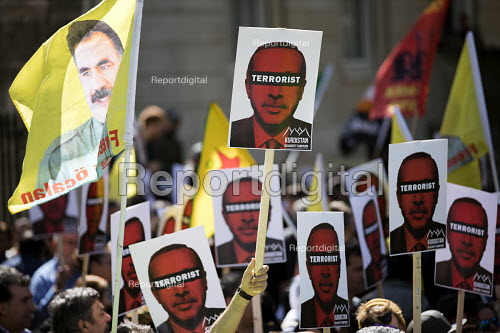 Kurdish activists protest against Theresa May welcoming Tayyip Erdogan, who they accuse of being a war criminal, to Downing Street, Whitehall, London - Jess Hurd - 2018-05-15