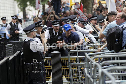 Protest in support of Tommy Robinson tries to break into Downing Street, Whitehall, London. - Jess Hurd - 2018-06-09