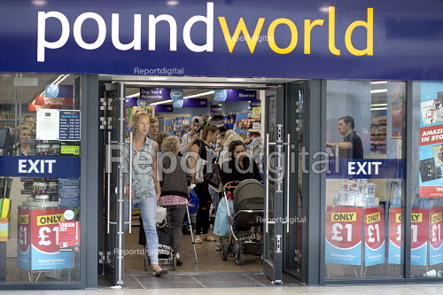 Shoppers at Poundworld which has announced it has gone into administration with 5,100 jobs at risk - John Harris - 2018-06-12