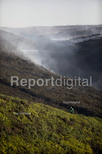 Paramedic deployed to Saddleworth Moor fire, Stalybridge, Derbyshire. - Jess Hurd - 2018-06-28