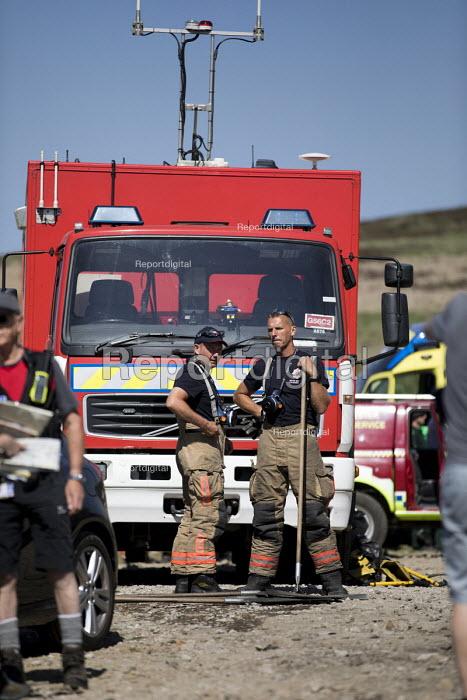 Firefighters deployed to Saddleworth Moor fire, Stalybridge, Derbyshire - Jess Hurd - 2018-06-28