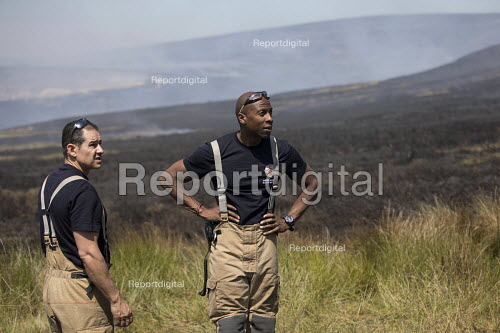 Firefighters deployed to Saddleworth Moor fire, Stalybridge, Derbyshire - Jess Hurd - 2018-06-28