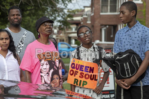 Detroit, Michigan USA Fans queuing for a Aretha Franklin tribute concert, New Bethel Baptist Church, where the singer's father, Rev. C.L. Franklin, was pastor. The concert was the first in a week-long series of events leading to her funeral on August 31. Aretha Franklin died August 16 - Jim West - 2018-08-27