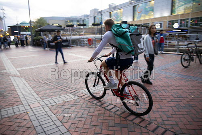 Deliveroo worker, Shopping Centre, Reading, Berkshire - John Harris - 2018-10-13