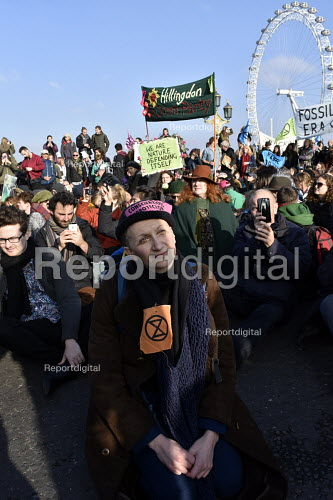 Extinction Rebellion protest against lack of Government action on climate change. London. Nonviolent direct action simultaneous blockading of five London bridges including Westminster Bridge - Stefano Cagnoni - 2018-11-17