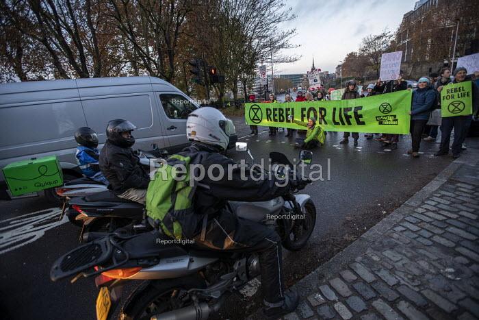 Extinction Rebellion Swarming protest against lack of Government action on climate change. Nonviolent direct action simultaneous blocking roads, Tower Bridge, London - Jess Hurd - 2018-11-21