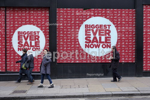JD Sports, End of year sales, Oxford Street, London - Philip Wolmuth - 2018-12-28