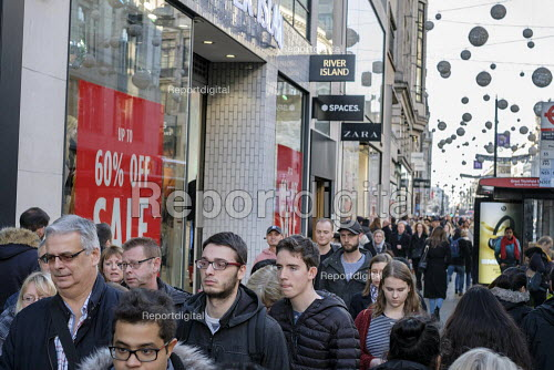 River Island. End of year sales, Oxford Street, London - Philip Wolmuth - 2018-12-28